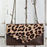 mini bolso de piel marron con animal print y correa bandolera con cadenas complemento perfecto para tu vestuario de verano o regalo de navidad, bolso para mujer pequeño con leopardo