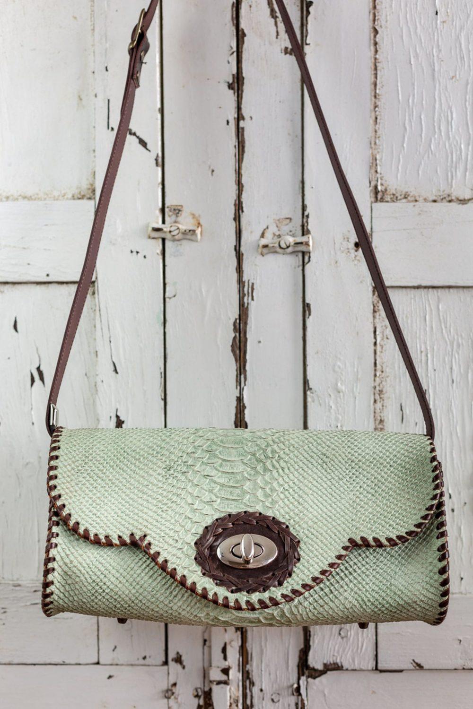 bolso verde agua artesanal, creatividad artesania y diseño, bandolera para mujer artesanal