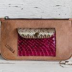 cartera de cuero marron artesanal estilo boho hecha en españa, artesania de lujo española con piel de calidad