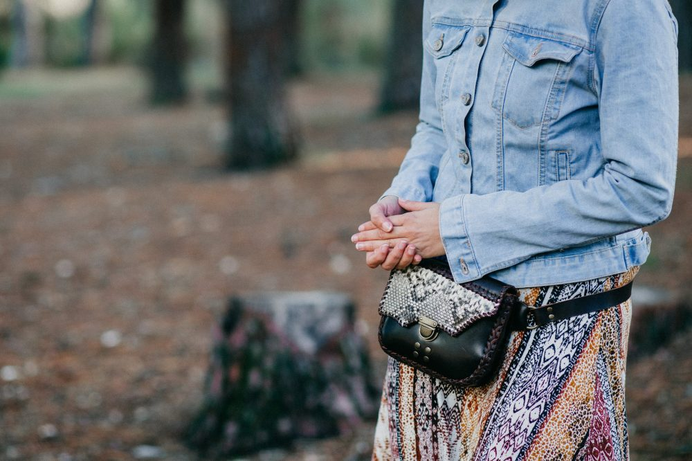 iñonera de piton artesanal hecha en españa estilo boho , complementos de moda artesania de lujo, cartera de cuero marron y serpiente hecho en españa, tienda de piel y animal print