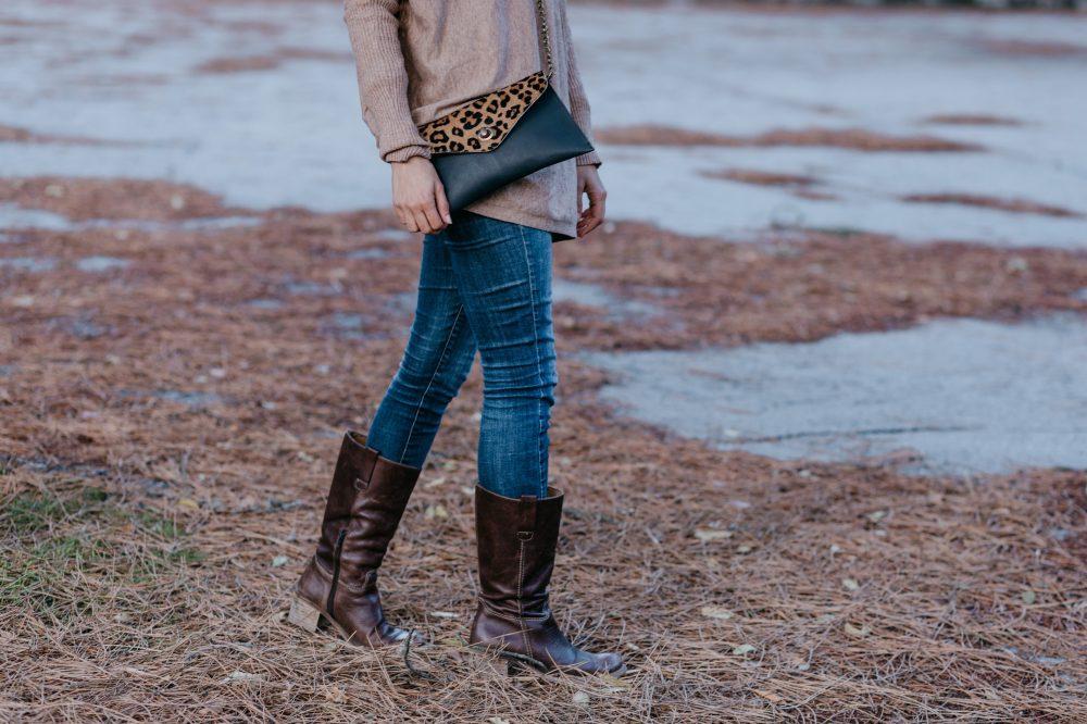 bolso leopardo leonika complemento perfecto bohemio, bandolera animal print artesanal diferente hecho a mano con piel de calidad , tienda de cuero español