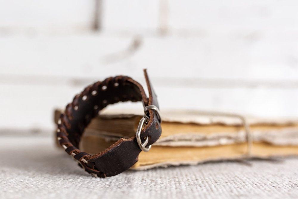 pulsera de serpiente azul estilo boho street style hecho en madrid pulsera de zamak pulsera de cuero pulsera de hombre pulsera de moda hecho a mano brazalete de piel de serpiente pulsera de serpiente blanca complementos de hombre regalo perfecto regalo original navidad dia del padre artesania de lujo
