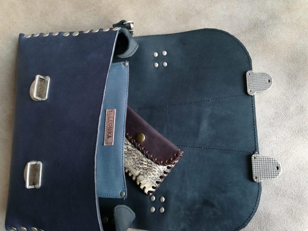 baul de cuero azul vintage, maletin de piton hecho en españa con cuero español , bolsos de moda de piel estilo vintage