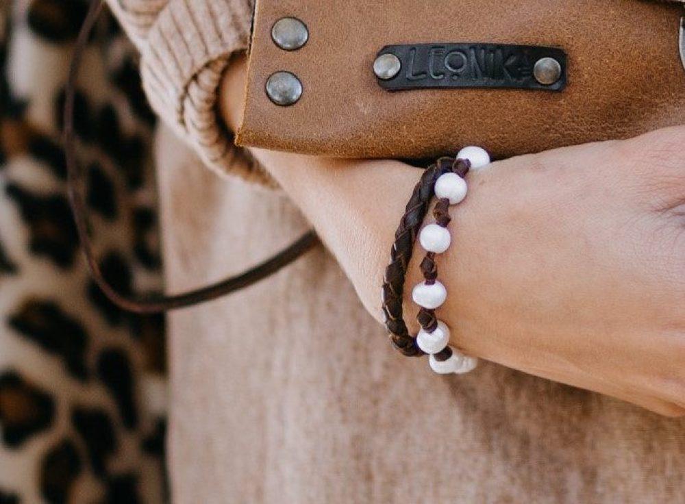 cartera de leopardo con pelo artesanal hecha en españa complemento ideal boho para mujer actual, piezas unicas exclusivas con diseño y animal print