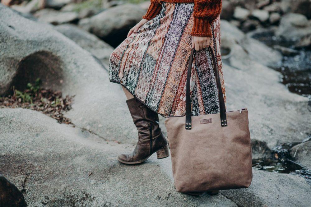 tote de cuero , bolso con capacidad artesanal, bolso de moda marron estilo boho, bolso barato , bandolera original , regalo para mujer