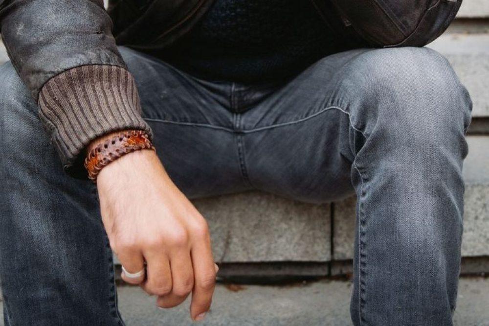 pulsera de cuero estilo moter , pulsera de hombre pulsera de moda hecho a mano brazalete de piel de serpiente pulsera de serpiente blanca complementos de hombre regalo perfecto regalo original navidad dia del padre artesania de lujo