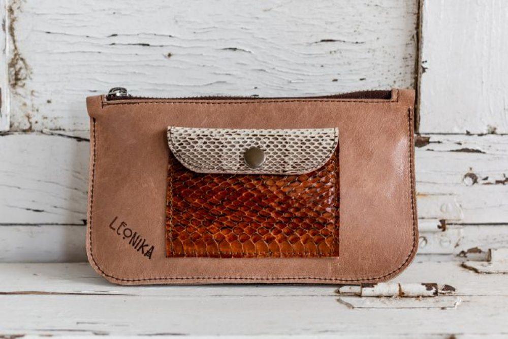 cartera de piel hecha a mano en nuestro taller de madrid artesania de cuero de calidad cartera de serpiente regalo ideal para mujer diseños de moda