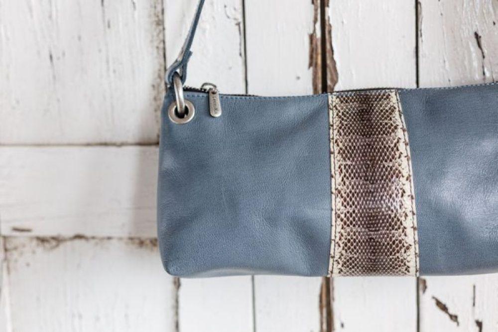 bolso baquette azul y serpiente vintage , bolso artesanal hecho en españa para mujer , estilo vintage piel de calidad , regalo para el dia de la madre