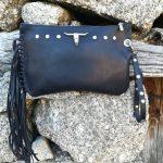 cartera negra con flecos boho piel leonikapiel, cartera con flecos negra para mujer