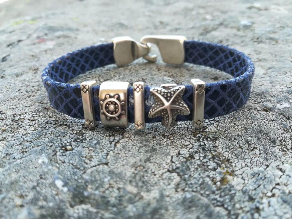 pulsera artesanal piel de hombre azul con ancla, pulsera artesana cuero imitacion reptil, brazalete artesano con estrella mar, pulsera nautica de piel artesanal leonika piel (2)
